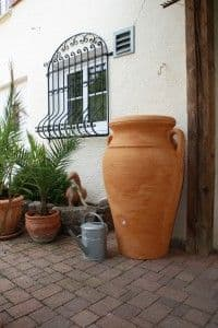Terracotta water butt 300 litres